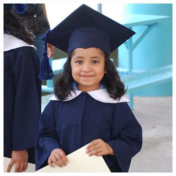 Kinder haben das Recht, zur Schule zu gehen.
