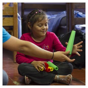 Maria aus Niederösterreich schenkt Kindern mit Behinderung Hoffnung.